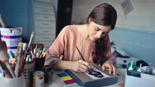 دورة مجانية عبر الإنترنت مقدمة من كورسيرا في مجال الأزياء