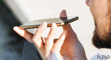 كيف يمكن لتطبيقات مثل Siri أو Google Assistant التواصل معنا بلغات مختلفة؟