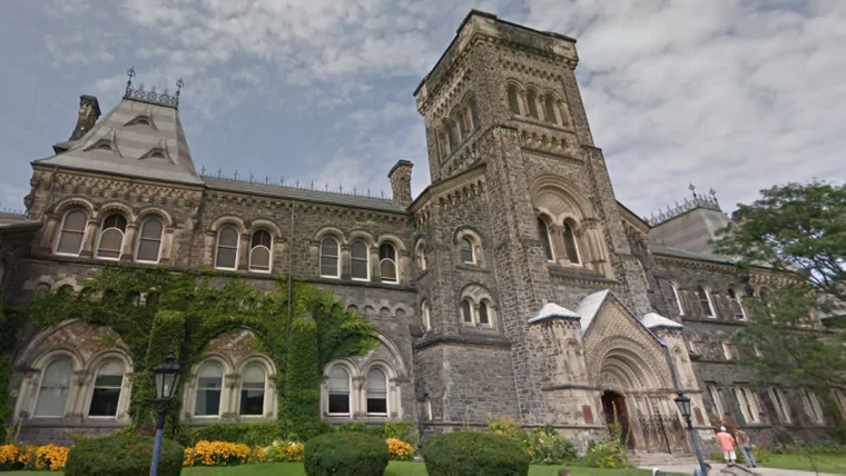 جامعة تورونتو Toronto في كندا