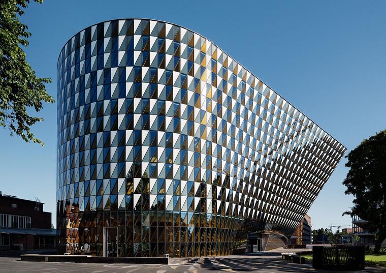 معهد كارولينسكا Karolinska في السويد